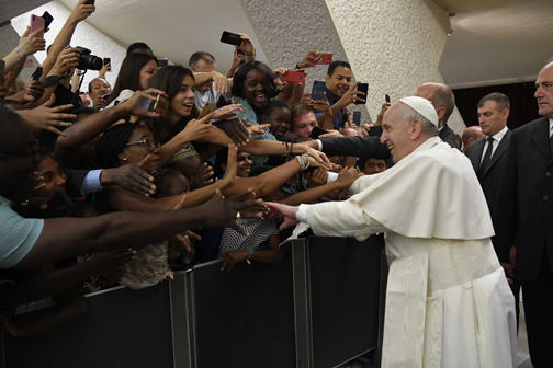 Hypocrisy of 'spiritual tourism' destroys the church, pope says